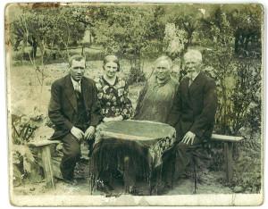 Piotr Leon Staniszewski z żoną Florentyną i najstarszym synem Józefem i jego żoną Genowefą